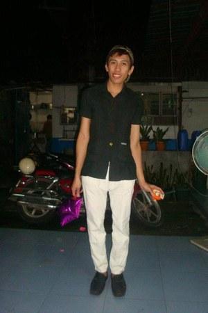 black MSE shoes - brown brown clor cap MSE hat - white white pants colour pants