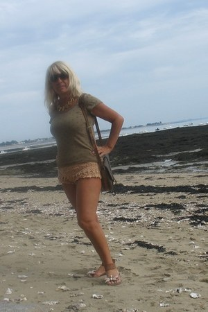 tan lace short shorts - camel cotton Top top - tan leather sandals
