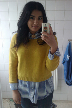 yellow H&M sweater - sky blue striped second hand shirt - second hand necklace