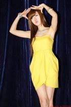 yellow H&M dress