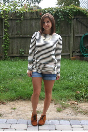navy stripe Uniqlo shirt - bronze Minnetonka boots - navy H&amp;M shorts