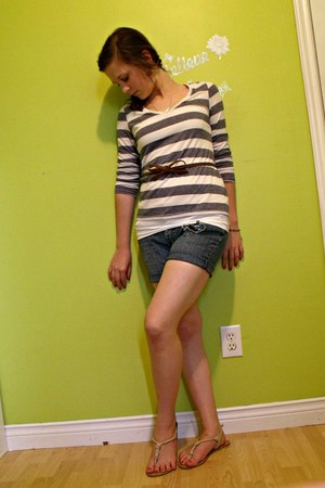 jean shorts shorts - t-shirt - bow belt - knotted rope sandals - earrings