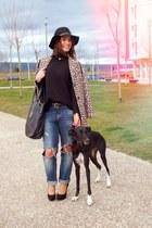 tan street style Stradivarius coat - blue boyfriend jeans Zara jeans