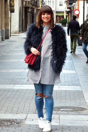 navy fur Zara coat - hot pink leathher Louis Vuitton bag