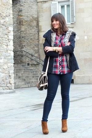 light brown Zara boots - navy Lefties coat - red Zara shirt