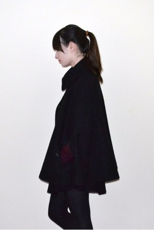 black Uniqlo cape