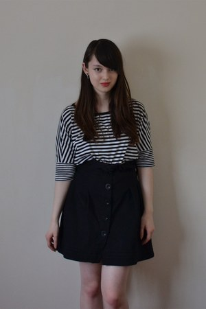 black Uniqlo shirt
