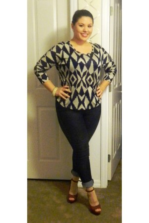 navy long sleeve Forever 21 shirt - no brand jeans - brick red joey o heels