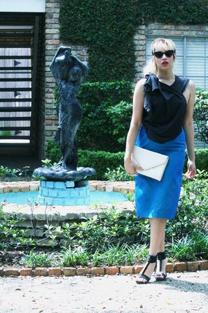 blue thrifted vintage skirt - black no name shoes