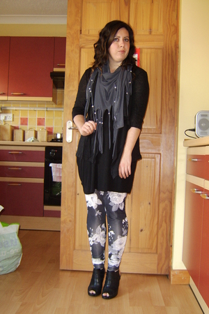 unknown brand sweater - new look scarf - H&amp;M top - Topshop leggings - Debenhams 