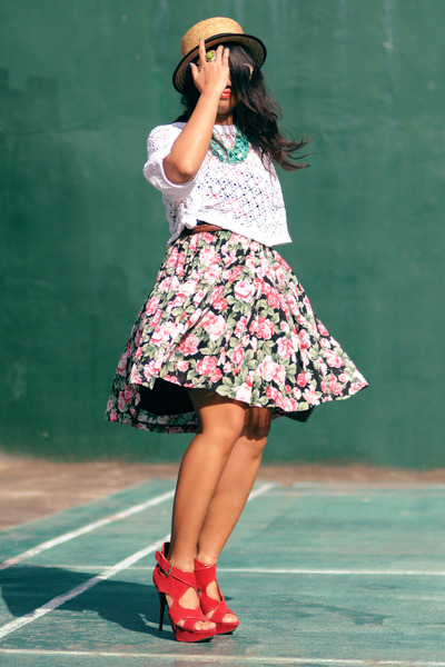 thrifted vintage skirt - thrifted vintage top - People R People heels