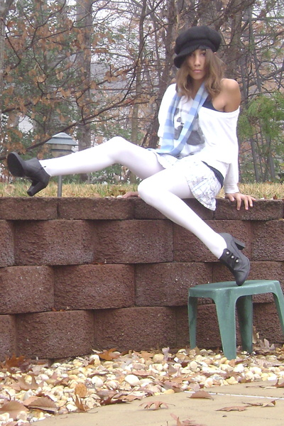 black and white new york wallpaper.  black-mossimo-shoes-white-tights-blue-hollister-skirt-blue-new-york-co-s