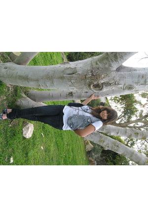 gray vest - gray Zara t-shirt - black Lee Cooper jeans - black necklace - blue s