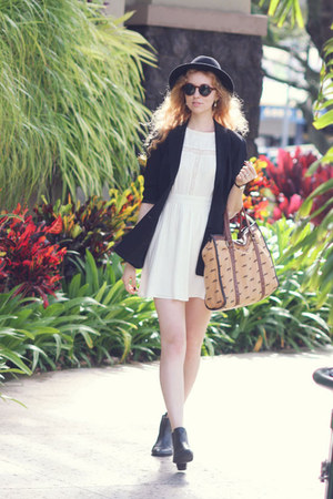 black fedora vintage hat - black chelsea asos boots - ivory Forever 21 dress