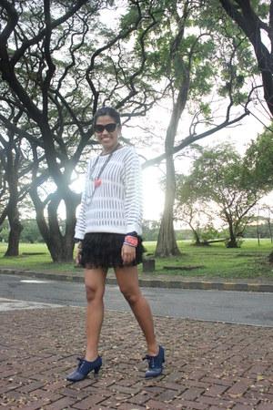 navy studded boots - white woven Zara sweater - black skirt