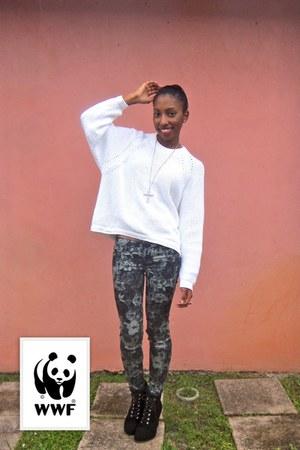 white oversized sweater - charcoal gray flower bullhead black leggings