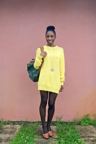 yellow cotton Lake Harmony sweater - forest green leather bag vintage bag
