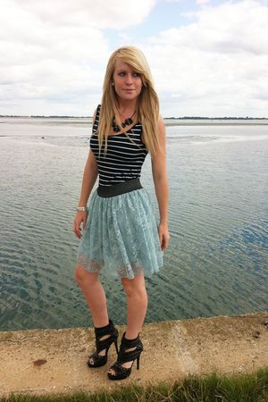 Primark skirt - black Forever 21 top - black Matalan shoes
