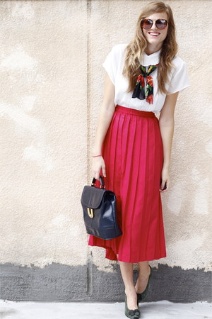 ruby red Tea and Tulips skirt - white Tea and Tulips blouse