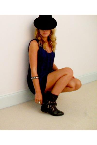 black hat - blue vest - black boots