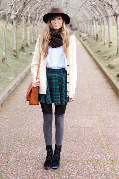 forest green Chicwish skirt