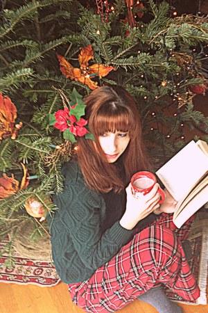 forest green romwe jumper - ruby red tartan pyjama Oysho pants