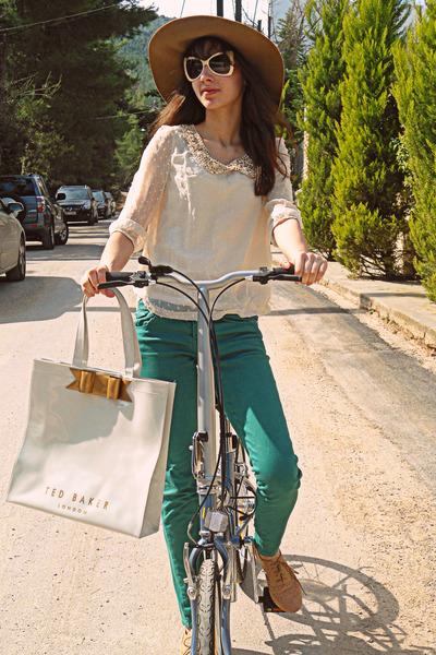 camel H&M hat - ivory ted baker bag - ivory romwe sunglasses