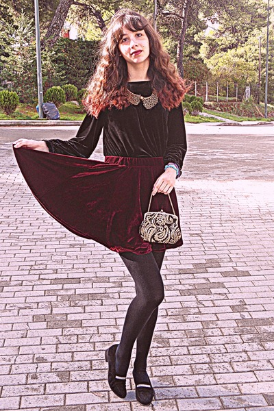 crimson velvet romwe skirt - gold baroque vintage purse - black velvet blouse