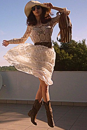 ivory crochet Chicwish top - brown boots - ivory hat - bronze bag