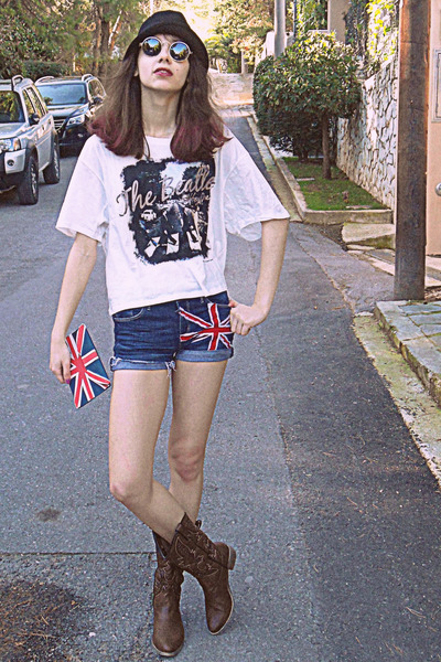 white the beatles Persun Mall t-shirt - brown cowboy boots