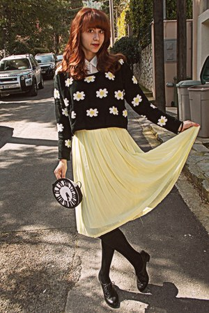 light yellow pleated romwe skirt - black daisies cropped romwe sweater