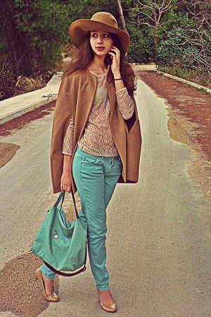 camel romwe cape - camel H&M hat - aquamarine bag - nude lace Zara top