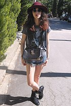 navy frayed denim romwe shorts - maroon H&M hat - black Chicwish bag