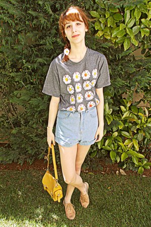 heather gray daisies romwe t-shirt - mustard bag - light blue denim romwe shorts
