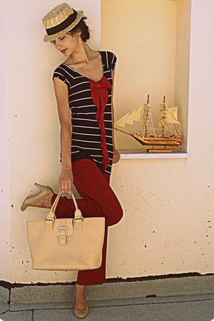 ruby red pants - nude longchamp bag - nude Steve Madden pumps