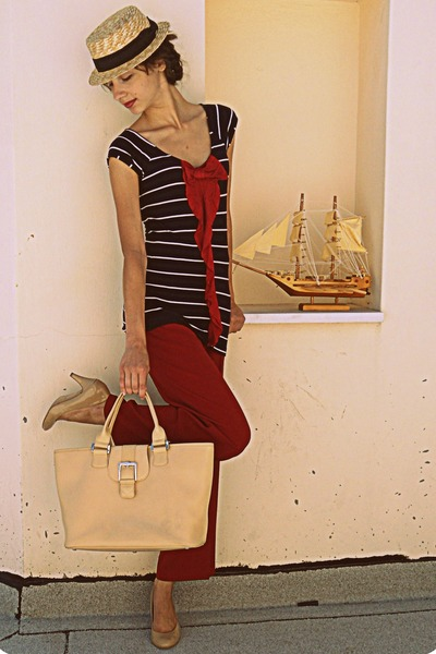 nude longchamp bag - ruby red pants - nude Steve Madden pumps
