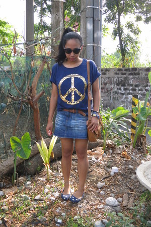 navy peace top - bronze Sophie Paris bag - black charlie sunglasses