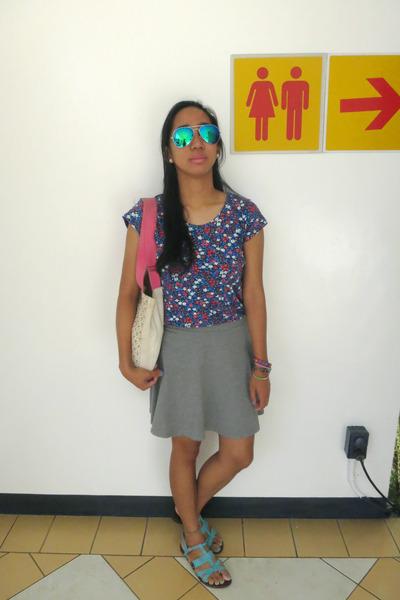 ivory tote Billabong bag - aquamarine flash lens fly shades sunglasses