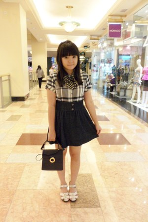 navy vintage bag - navy chicabooti skirt - white Kickers wedges