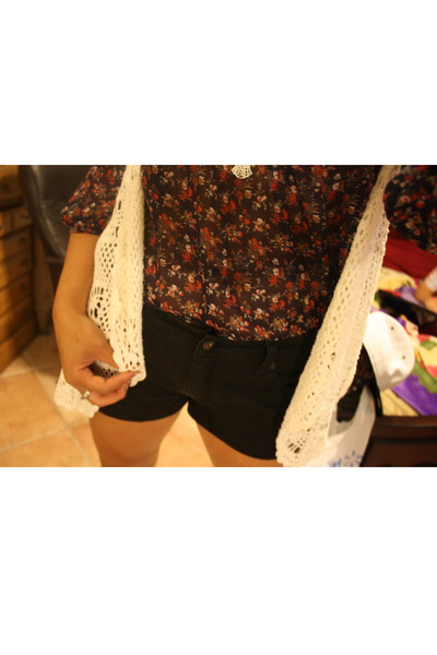 black stud thrifted forever 21 shorts - Forever 21 blouse - knitted Forever21 ve