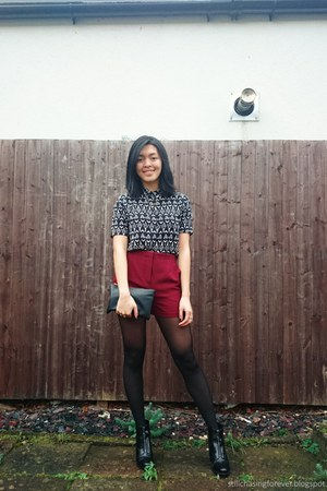 Forever 21 bag - Pull & Bear boots - Forever 21 shorts - H&M top