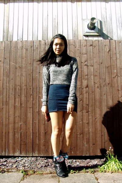 charcoal gray Primark sweater - black Forever 21 boots - navy Forever 21 skirt