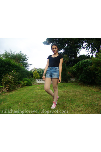 blue Bershka shorts - black Forever21 t-shirt - pink Converse sneakers