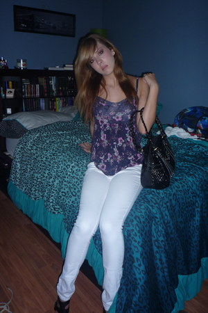 floral top - skinny white jeans - pleather bag