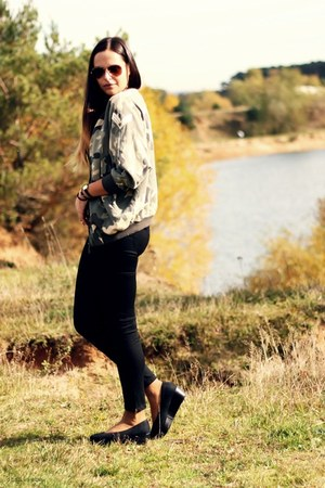 camozflage Zara jacket - black Zara pants - black H&M wedges