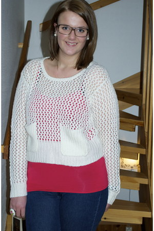 hot pink top - navy jeans - ivory sweater