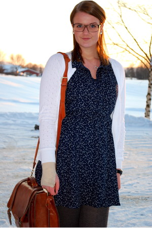 navy stars H&M Trend dress - brown leather purse - white cardigan