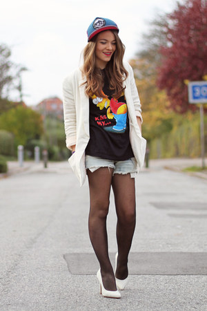 cream cotton H&M blazer - sky blue cut-off Levis shorts