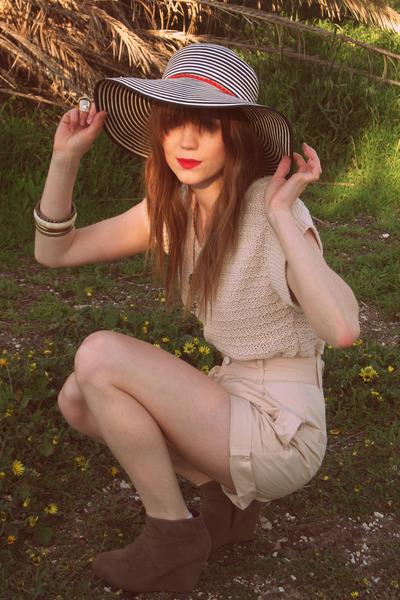 Sportsgirl jumper - Sportsgirl shorts - Rubi shoes shoes - Sportsgirl hat
