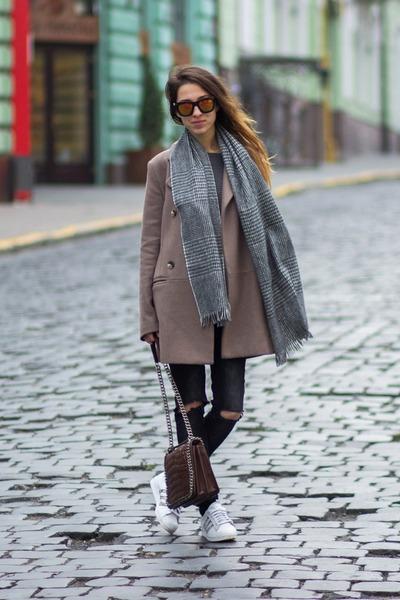 light brown la redoute creation coat - dark gray Bershka jeans